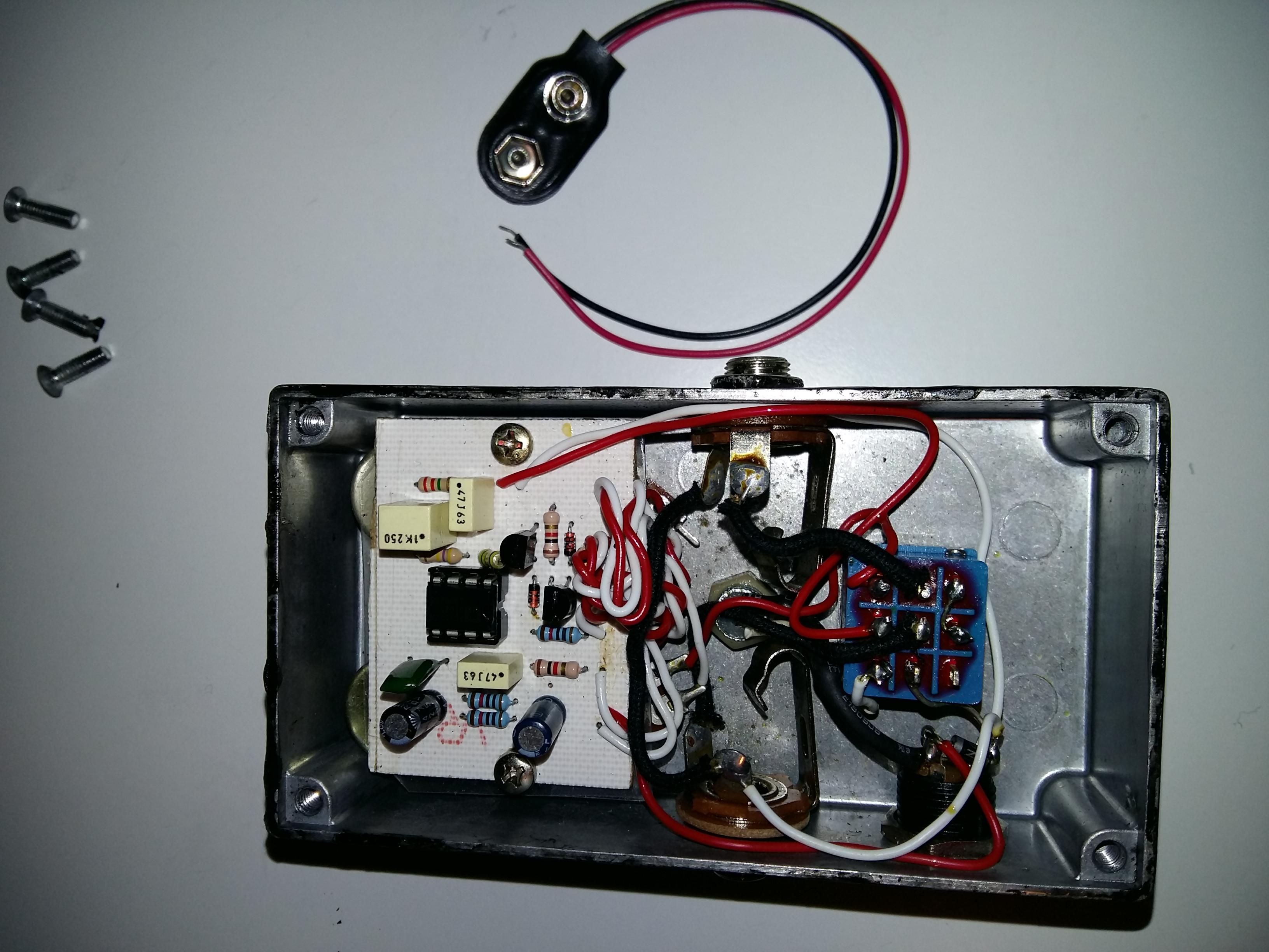 Aggiungere batteria 9V a pedale DIY