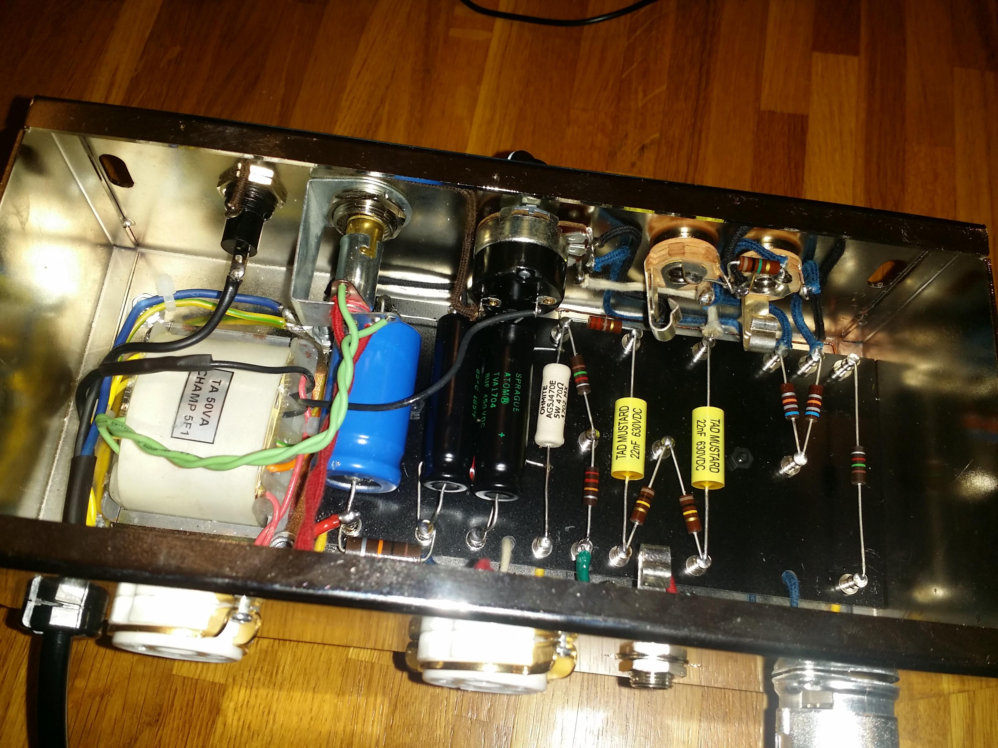 Aiuto su un amplificatore autocostruito