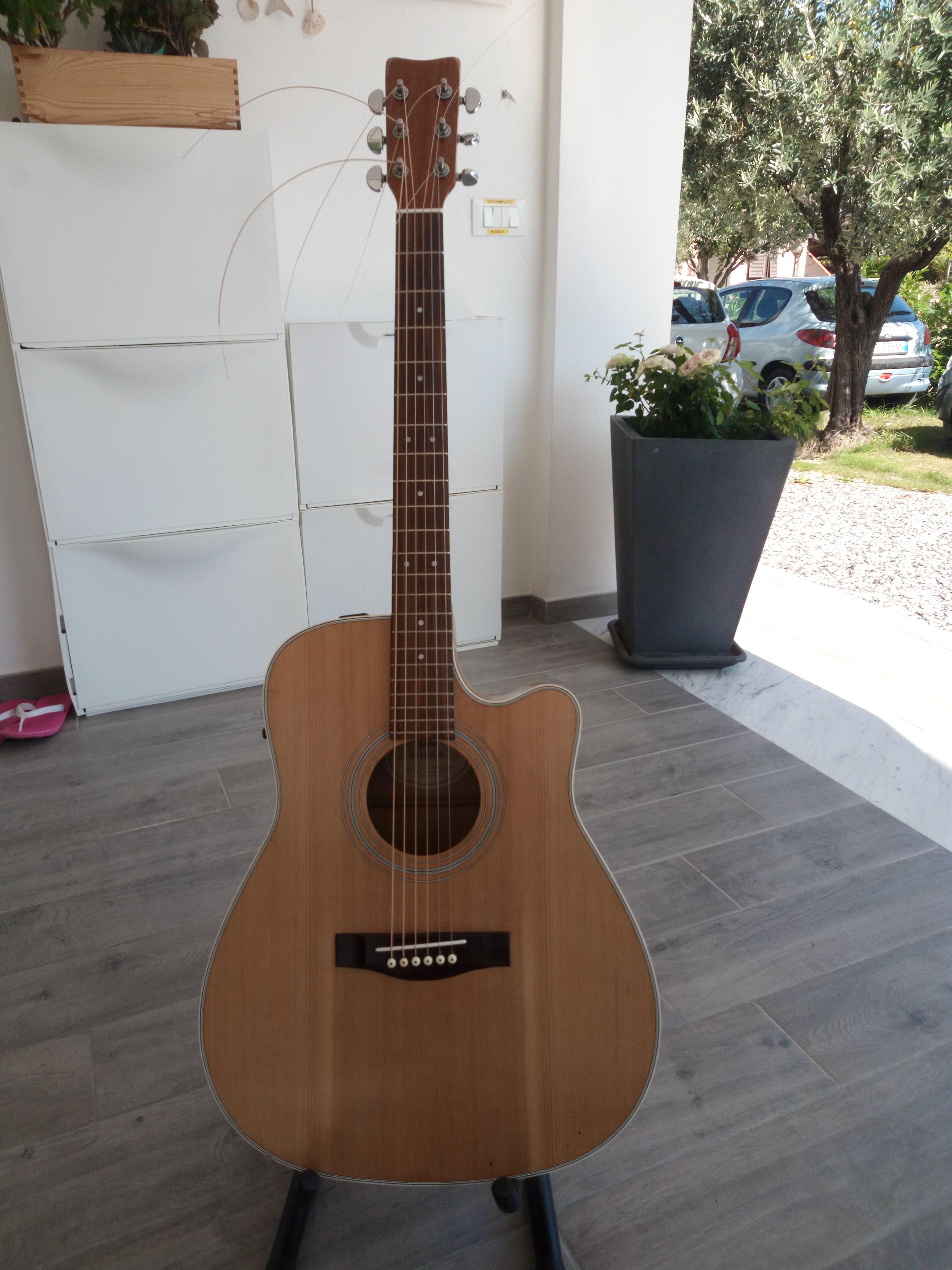 chitarra acustica finita.....