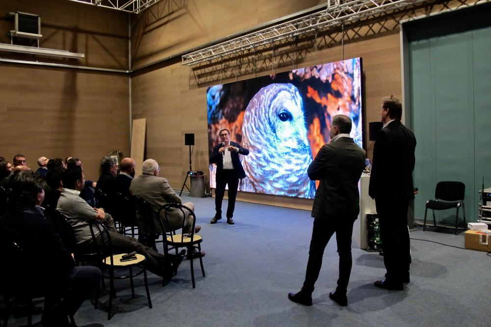 L'universo digitale digiLed in Italia con Prase