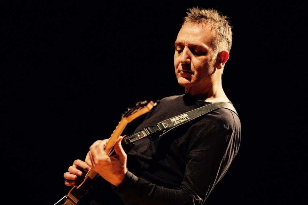 La chitarra solista di Corrado Rustici con Zucchero