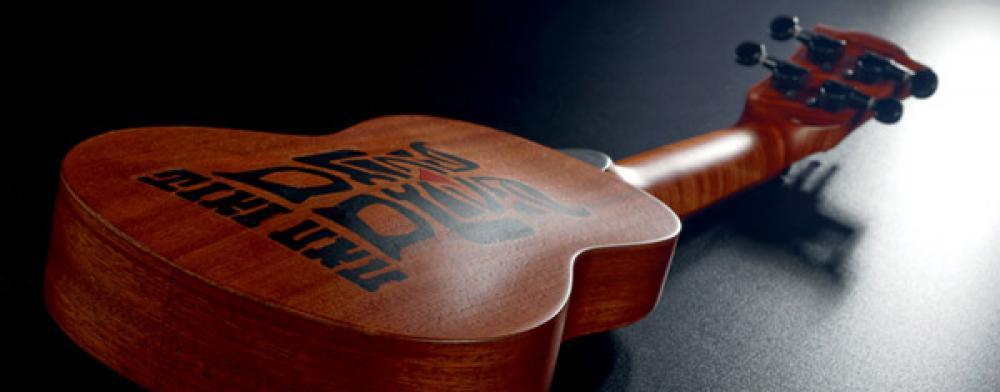 Ukulele, mini-chitarre e mini-bassi da Lag