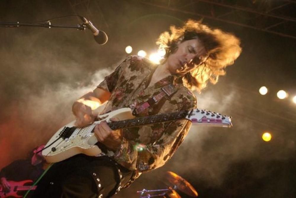 Steve Vai: la prima cosa che provo in una chitarra? La leva