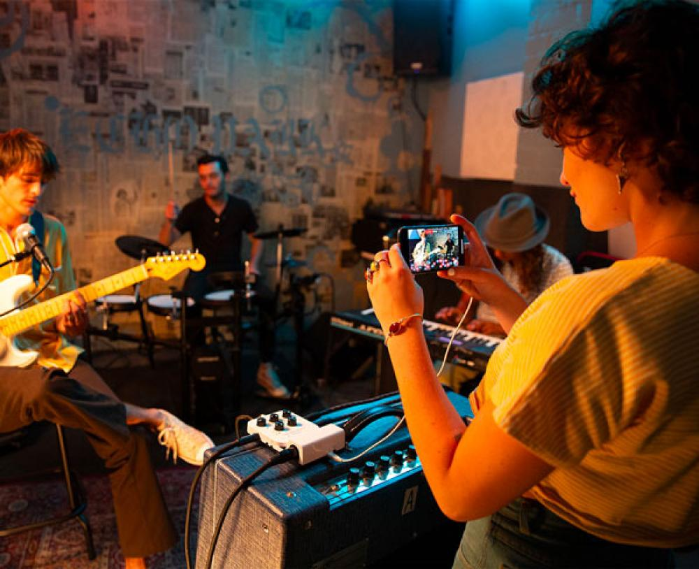 Roland Go:Mixer Pro: nove tracce e video su smartphone per la tua band