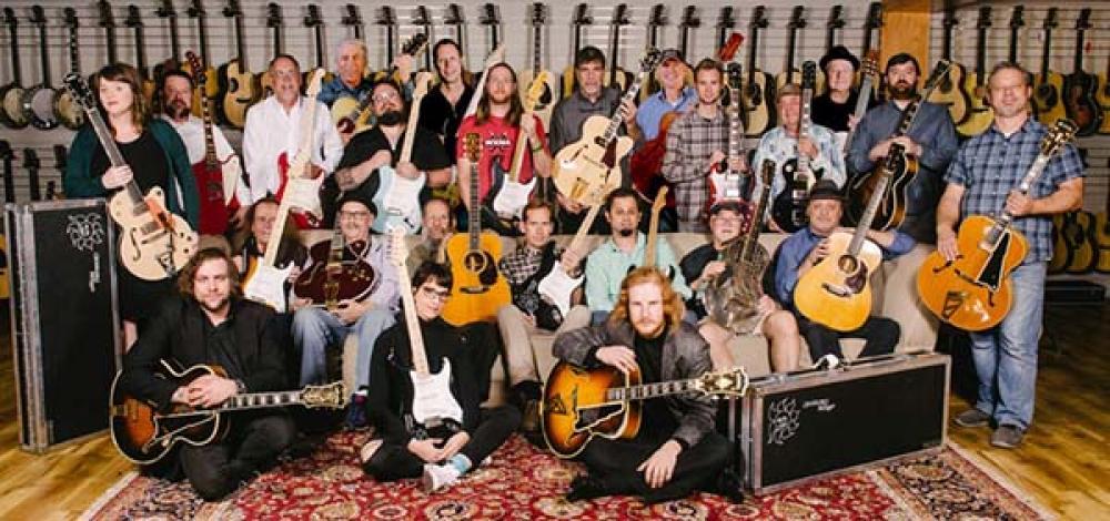 """""""Non va più in tour"""": Eric Clapton mette in vendita 29 chitarre"""
