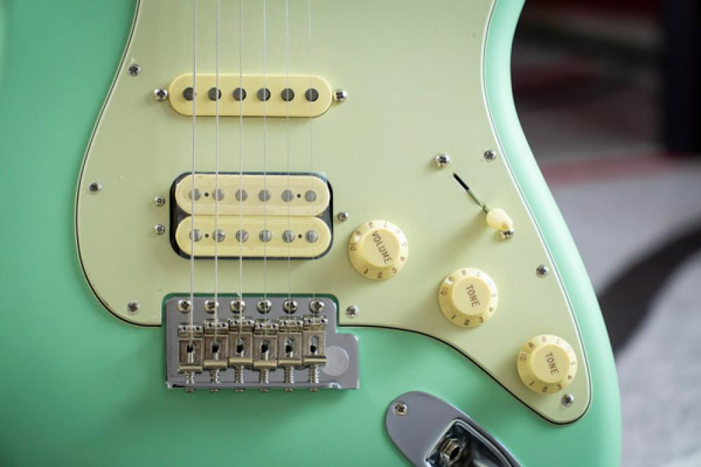 Ascolta la neonata serie Fender American Performer