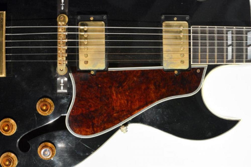 Dalla Strat dorata di Bob Dylan alla L4 di Bowie: parte l'asta delle chitarre leggendarie