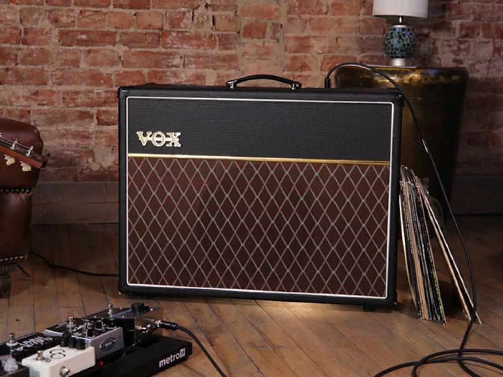 Vox testa l'AC30 monocanale 1x12