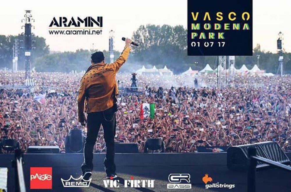 Aramini dal palco di Vasco Rossi