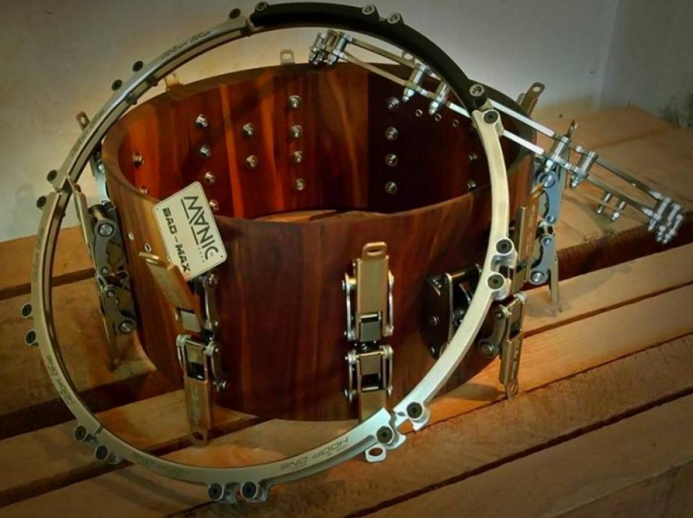 Manic Drum: cambi di pelle fulminei