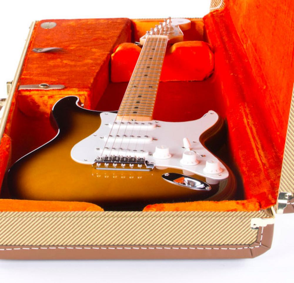 Accordo: Stratocaster AMV '56 versus a real 1956 vintage Fender