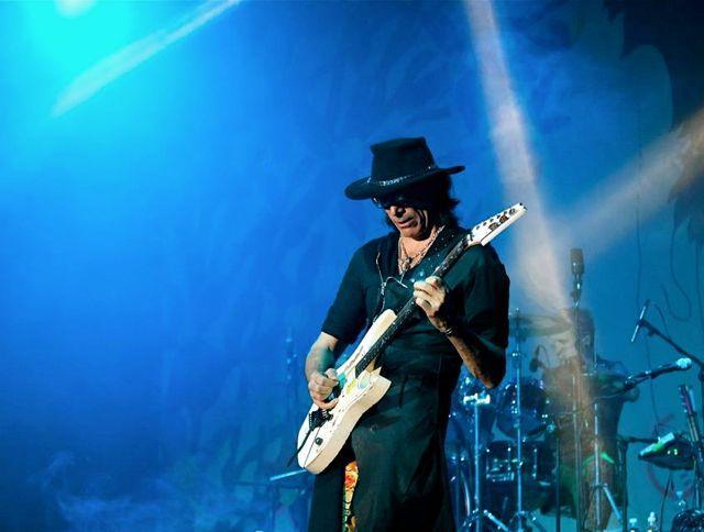 Steve Vai e la chitarra che suona da sola