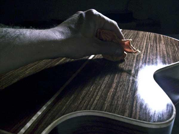 Come riverniciare la chitarra con 25 euro