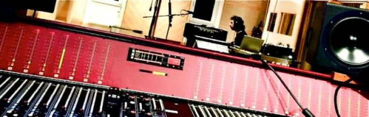 Giacomo Castellano: davanti e dietro al mixer