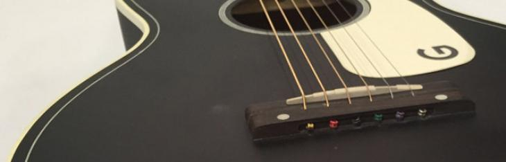 Convertire una chitarra acustica per un mancino