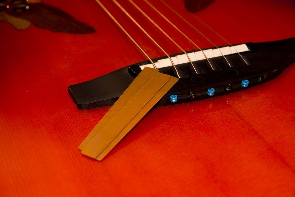 Ovation C2078AX: Perché ho scelto una chitarra di plastica