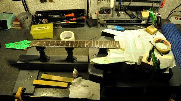 Una chitarra per suonare al buio