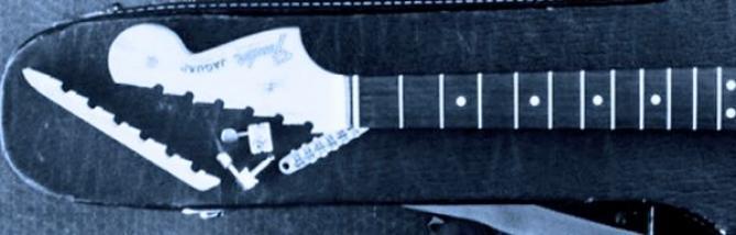 Ho fracassato la chitarra. Mi presti la tua?
