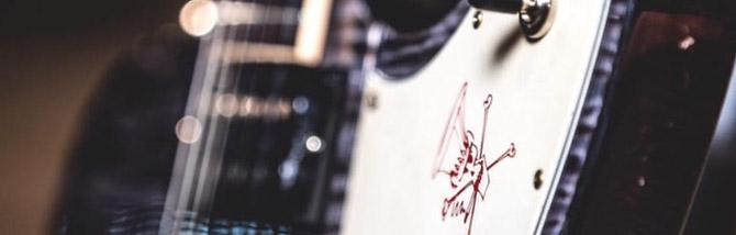 La nuova signature di Slash è una Firebird