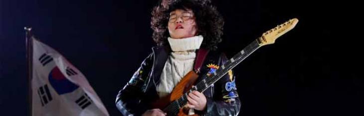 Un guitar hero 13enne chiude le Olimpiadi