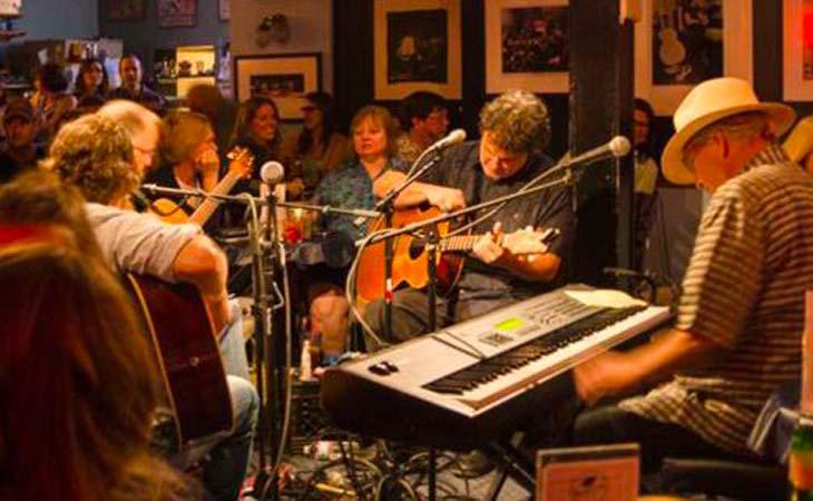 Bluebird Cafe: quando la musica inedita è protagonista