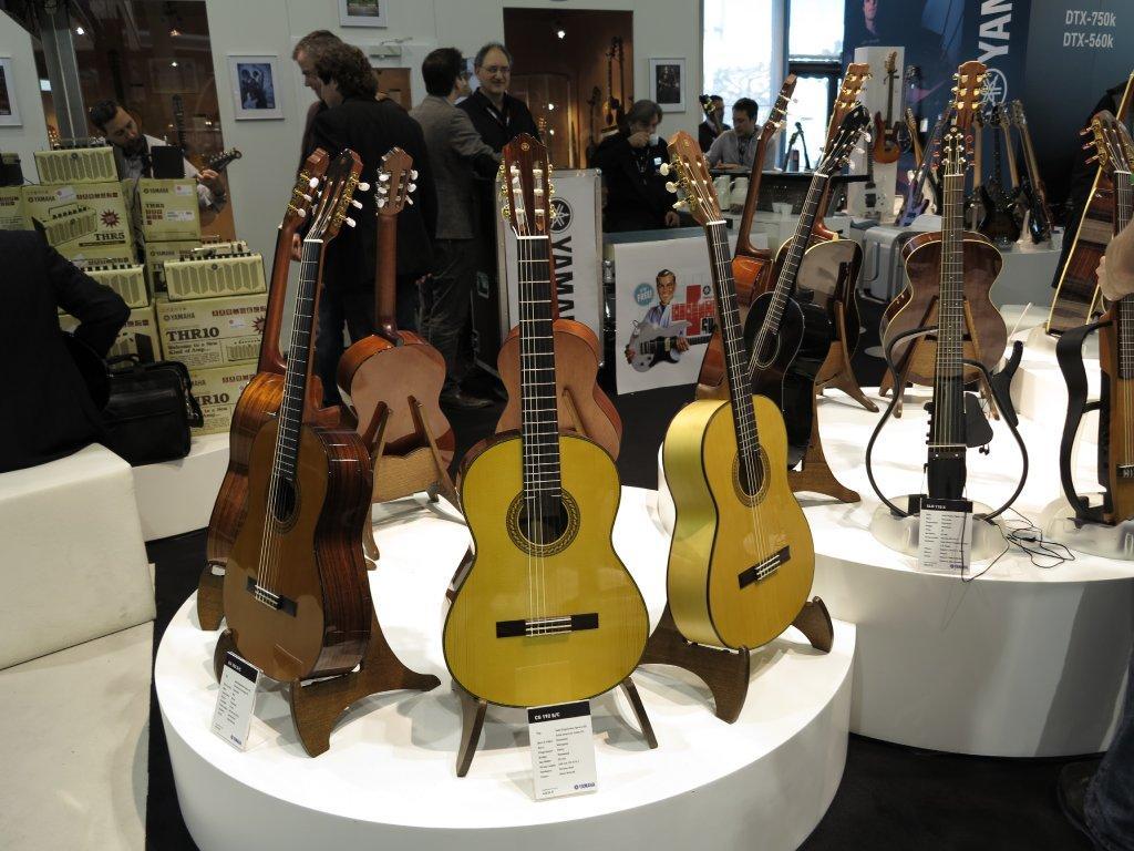 Chitarre Yamaha Classiche Disegno Da Colorare